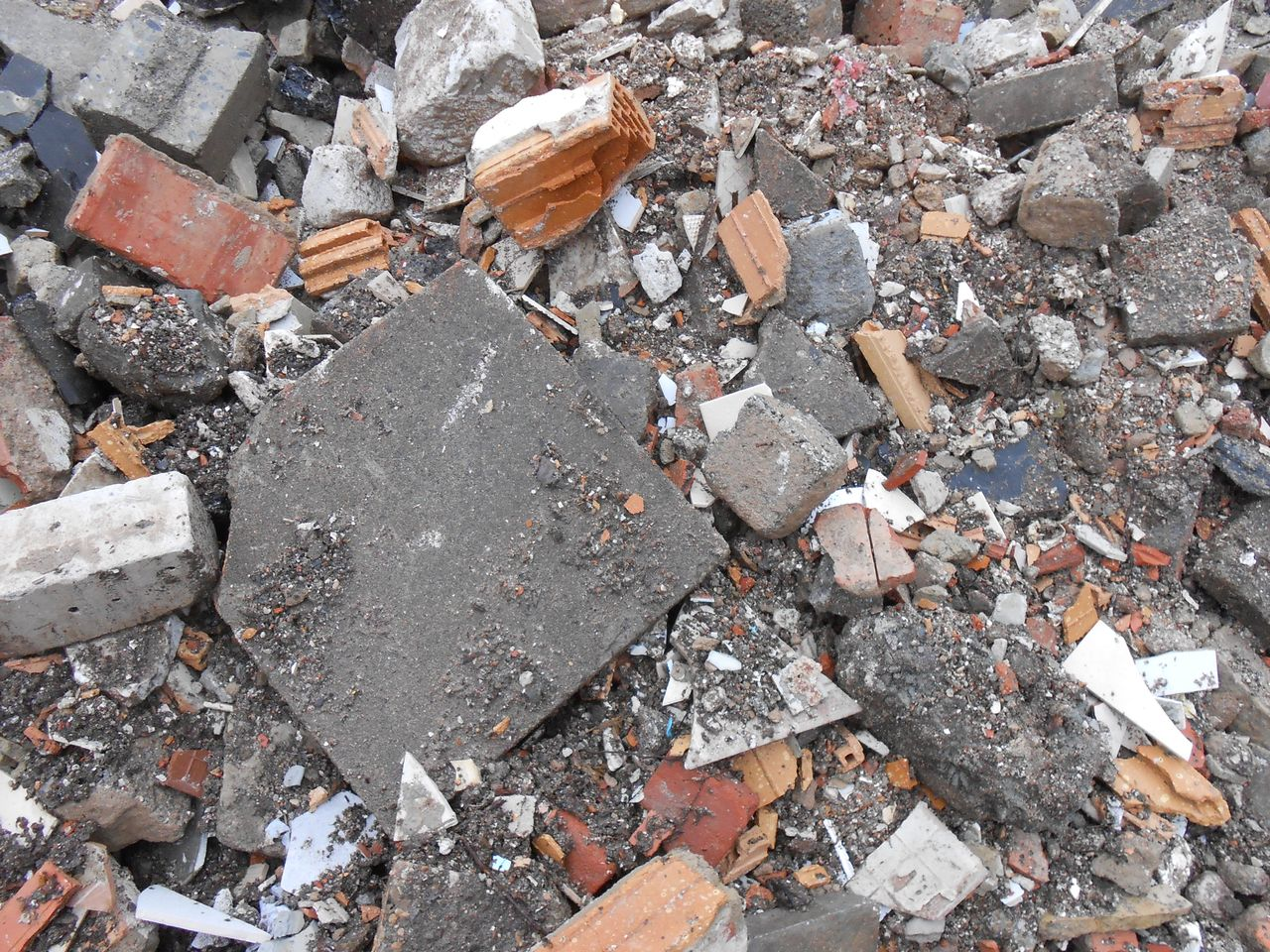 Stolze container g nstig geld sparen beim bef llen for Boden ziegelsteine